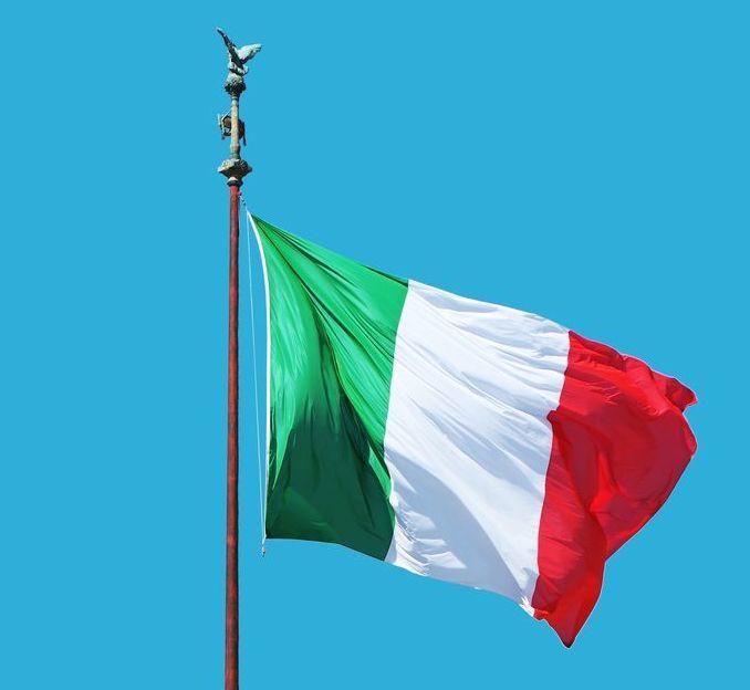 drapeau italien dans le vent